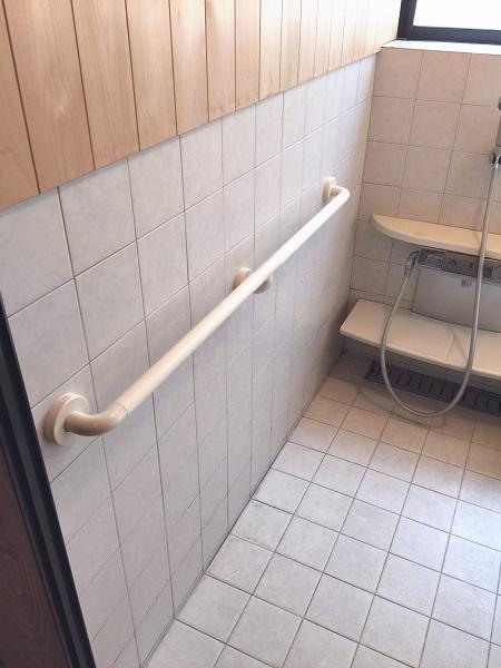 三鷹市の浴室手すり施工画像01(TOTOインテリアバー)