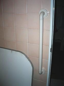 浴室のTOTO縦手すり(施工例21)