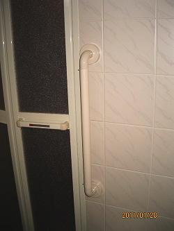 浴室出入り口付近の手TOTOすり(施工例3)