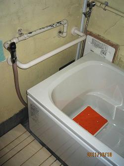 浴槽上のTOTOI型手すり(施工例11)