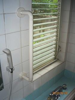 浴室のTOTO縦手すり(施工例12)