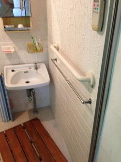 浴室のTOTO横手すり(施工例37)