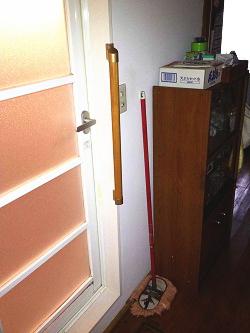 脱衣所手すりTOTO製ドア枠型(施工例14)