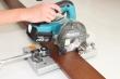 補強板を電動工具で切断