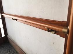 補強板つきの玄関手すりの取付工事2
