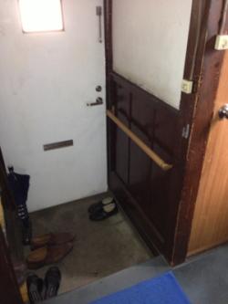 玄関のTOTOスリム手すり(施工例27)