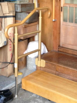 玄関のTOTOあがりかまち用手すり(施工例23)