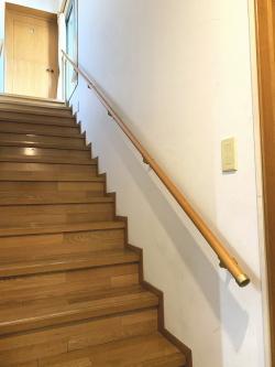 支柱を使った階段手すりの取付工事2