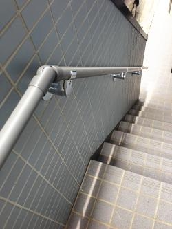 屋外のTOTO製階段手摺(施工例22)