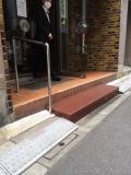 マンションに鉄板踏み台と一緒に手すりを取付工事