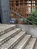 高齢者住宅のTOTO屋外階段手すり