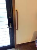 ドア横にたて手すり画像