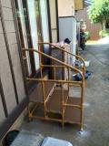 掃き出し窓に設置した手すりつきステップ台