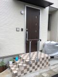 玄関階段の側面に取り付けた外手すり取付工事
