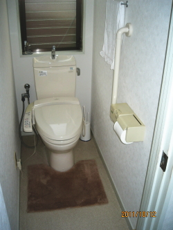 TOTOトイレの縦手すり(施工例11)