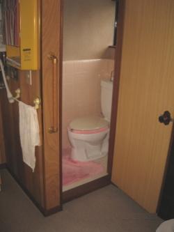 TOTOトイレの出入り口手すり(施工例12)