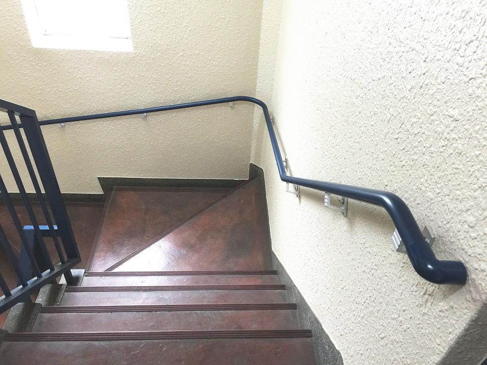 マンション共用部階段手すり施工事例02