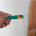 どこ太の針を壁に押し付ける