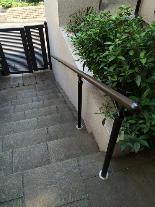 屋外階段手すりの取付工事2