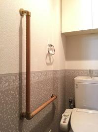 トイレL型手すりの取付工事1