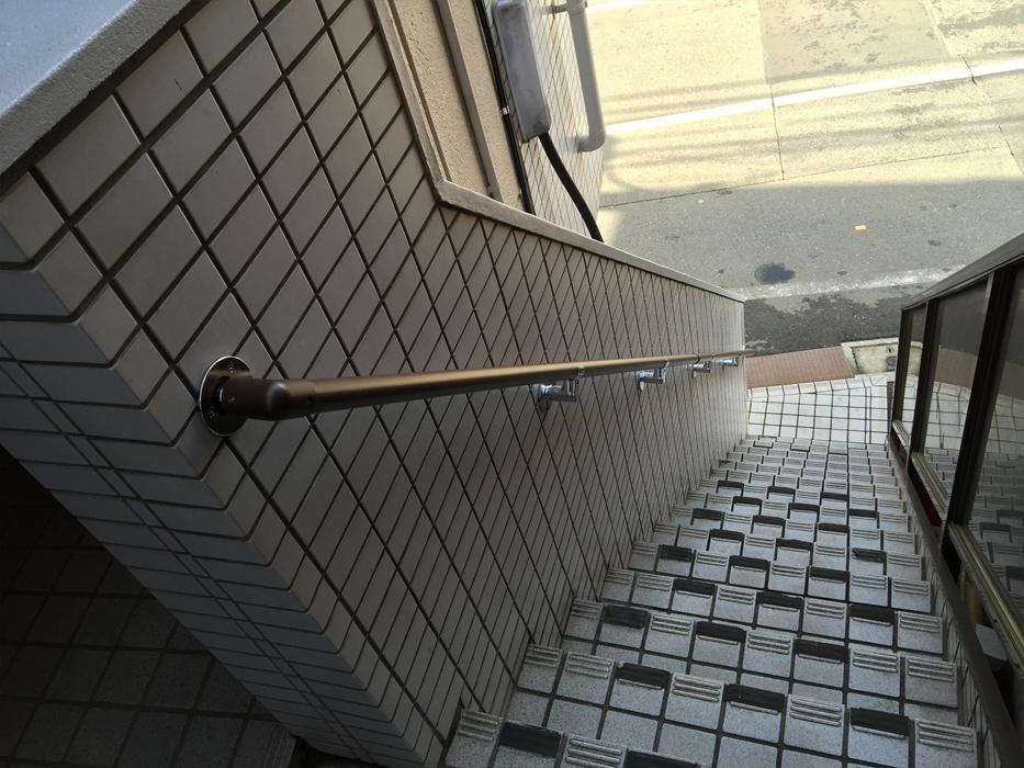 屋外アパート階段手すりの取付工事2
