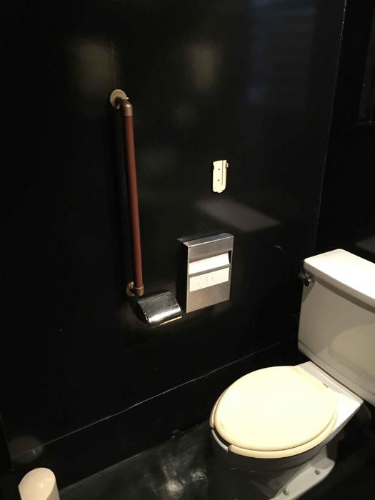 トイレ手すりの取付工事1