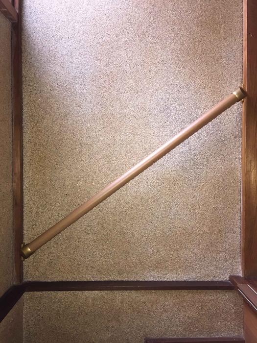 階段真壁手すりの取付工事1